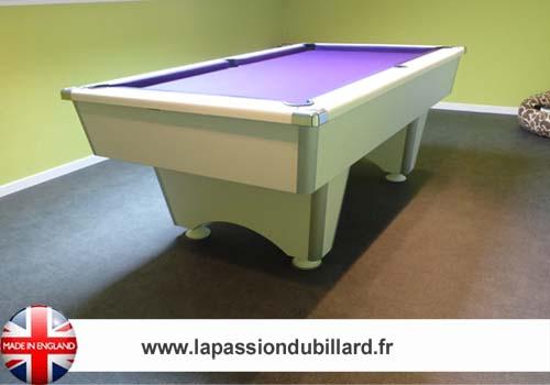 Billard de salon, Billard Domestic pool blanc tapis violet.