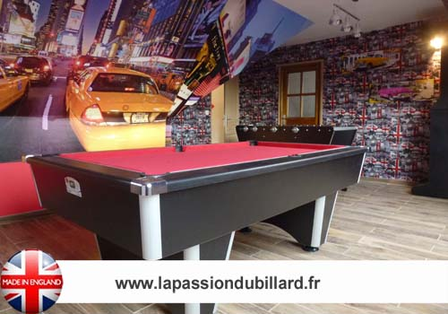billard nouveaut salle de jeux equip e d 39 un billard. Black Bedroom Furniture Sets. Home Design Ideas